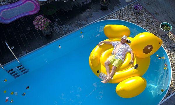 Nacktbaden nur für Männer verboten: Skurrile Urlaubs-Regeln