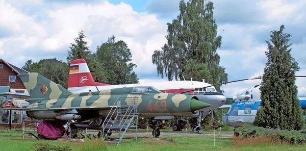An der Talsperre Rauschenbach gibt es einige museale Luftfahrzeuge zu begutachten. Foto: Frank Wehrmeister