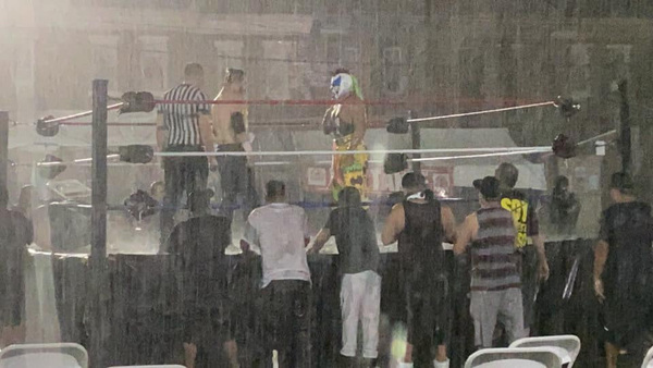 Psycho Clown enfrentó a Sam Adonis en intenso aguacero