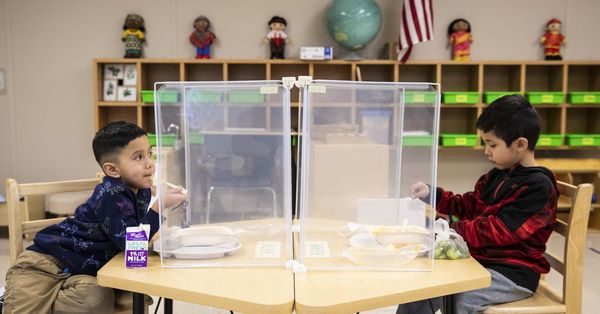 Every Illinois student should get free school meals