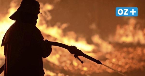 Ackerbrand bei Groß Miltzow: Feuerwehrleute verletzt, großer Sachschaden