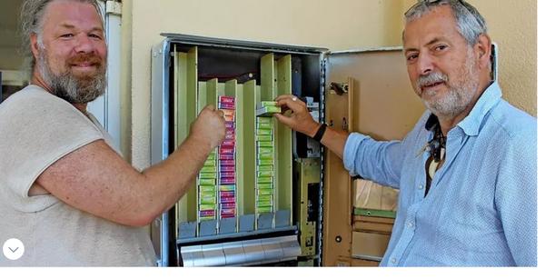 Kippen, Kondome, Kunst: Dieser Automat auf Usedom birgt Überraschungen