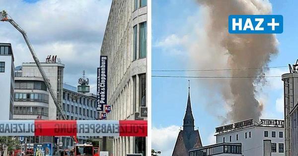 Feuerwehreinsatz mitten auf dem Kröpcke: Starke Rauchentwicklung auf dem Europahaus