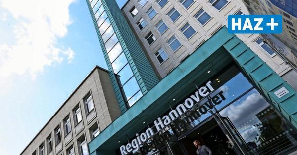 Region Hannover nimmt neuen Außenfahrstuhl an der Hildesheimer Straße in Betrieb