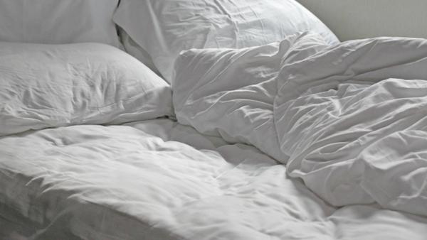 Genialer Trick mit einfachen Hausmitteln: So duftet Ihre Matratze wieder wie neu
