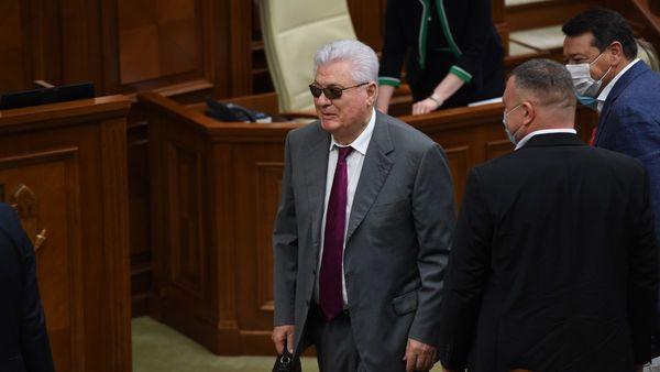 Accesoriul care a ascuns ochii lui Voronin, dar a atras privirile colegilor la prima ședință a Parlamentului nou ales