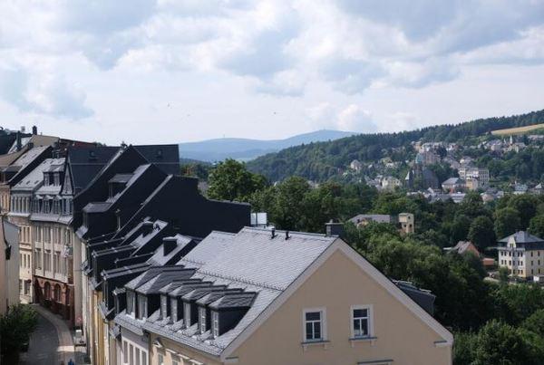 Blick auf den Fichtelberg in Annaberg-Buchholz. Foto: Roland Herold