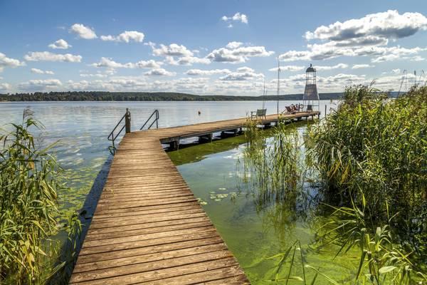Was für eine Aussicht: Hier zeigt sich der Schwielowsee von einer seiner schönsten Seiten. Foto: imago/Westend61