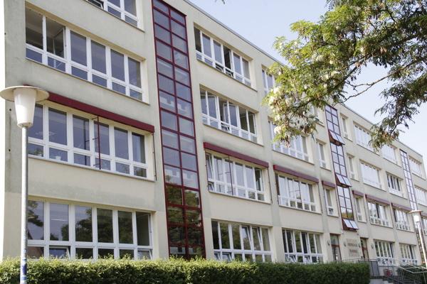 Die Oberschule Falkensee am Poetenweg. (Foto: Marlies Schnaibel)