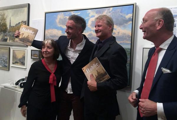 Opening van 'Hobbe Smith, thuisgebracht' in 2018. V.l.n.r. mijn moeder Sabine Hardus, ondergetekende, Gert-Jan Veenstra en Hugo ter Avest (directeur Gemeentemuseum het Hannemahuis, Harlingen).