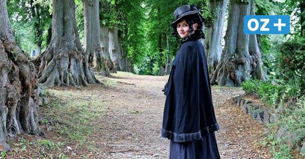 Friedhofsgeflüster: Was eine Schauspielerin aus Rostock auf dem Friedhof in Bad Doberan macht
