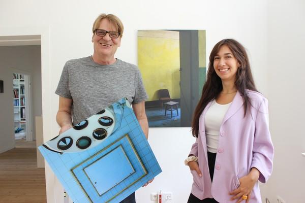 Sven Kierst und Lilian Wunschik mit ihren Bildern. (Foto: Thomas Hoppe)