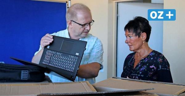 Digitalisierung an Schulen: Grimmen stattet Lehrer mit 66 Laptops aus