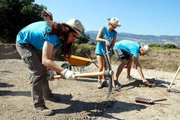Joves arqueòlegs internacionals desenterren la trama de la Isona romana   Pallars Digital