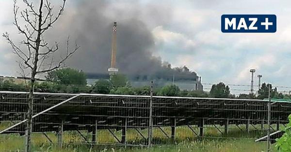 Feuer im Elektrostahlwerk: Rauchschwaden über dem Quenz