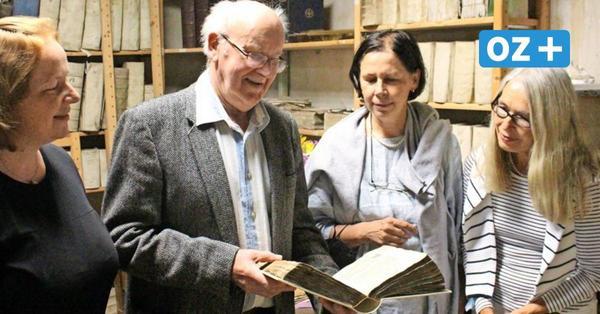 Sagarder Schatz: Buchbinderin restauriert 400 Jahre alte Chronik der Kirche Pommerns