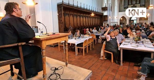 Krimidinner: Gericht tagte in der Klosterkirche zu Bordesholm