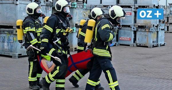 Wenn Giftmüll brennt: Feuerwehr übt Notfall auf EMV-Gelände in Bargeshagen