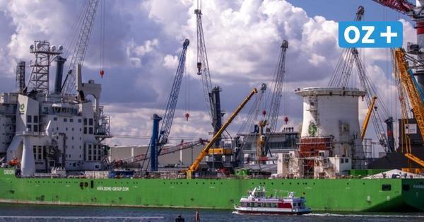 Rostock: Abgeknickter Liebherr-Kran wird wieder aufgebaut