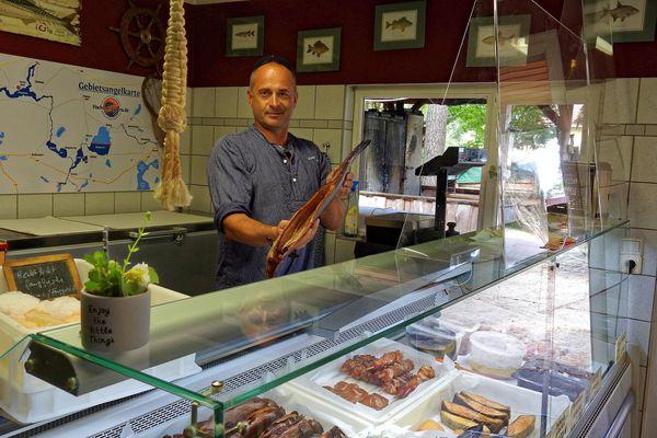 Rainer Jauert macht in der Fischerei Appetit auf Aal. Quelle: Franziska Mohr