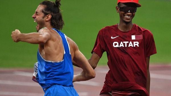 VIDEO. JO 2021 - Athlétisme : amis dans la vie, l'Italien Tamberi et le Qatari Barshim choisissent de se partager l'or olympique en saut en hauteur