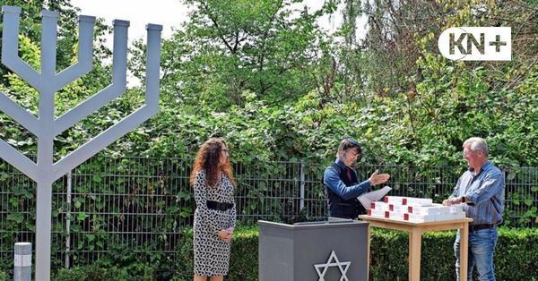 Zwei Meter hohe Menora vor der Synagoge in Bad Segeberg eingeweiht