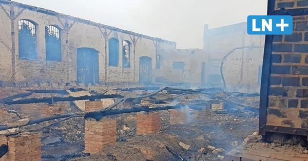 Feuer zerstört alte Güterhalle am Bahnhof