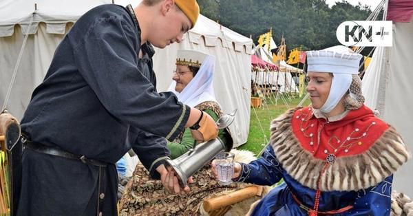 Mittelaltergruppe Sacri Romani Imperii hat Zelte in Ellerdorf aufgeschlagen