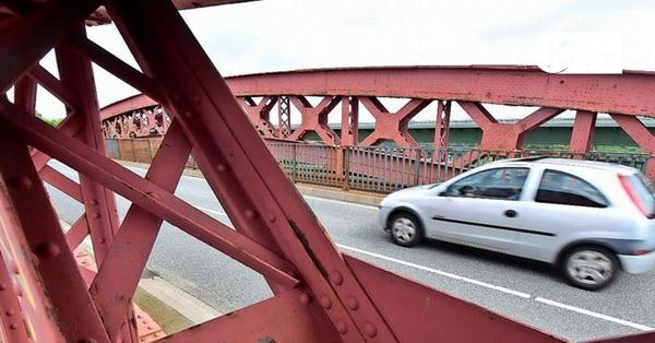 Träger unter der Levensauer Hochbrücke durch Rost geschwächt