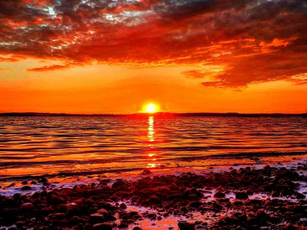 Flammender Sonnenuntergang (Foto: Daniel Pieth)
