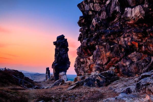 Teufelsmauer bei Thale im Sonnenuntergang. Foto: imago