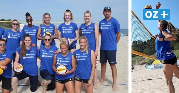 Schweriner Volleyball-Damen trainieren am Usedomer FKK-Strand