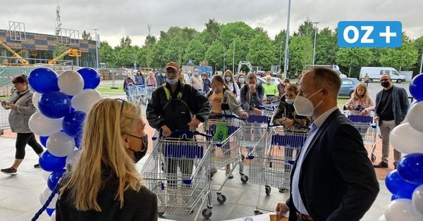Eröffnung des Aldi-Marktes in Bergen auf Rügen: Anstehen wie zu Wendezeiten