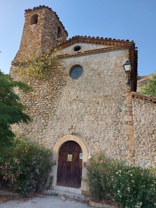Veïns de Corçà demanen ajuts urgents per evitar l'ensorrament de l'església