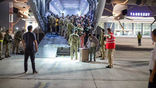 """""""Wunderbares Gefühl, Menschen gerettet zu haben"""": Bundeswehrsoldat berichtet emotional über Evakuierungsflug"""
