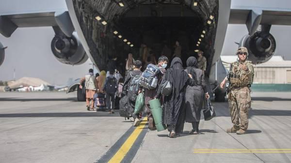 """Lage am Flughafen Kabul bleibt extrem gefährlich – Bundeswehr arbeitet """"rund um die Uhr"""""""