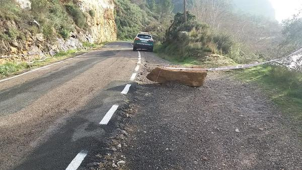 Tallen deu dies la via de Sant Llorenç a Camarasa per evitar que caiguin roques