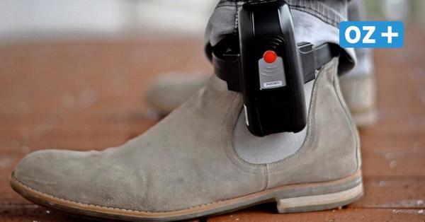 Geflüchteter Straftäter in Stralsund: Warum er nach seiner Haft Fußfessel tragen musste