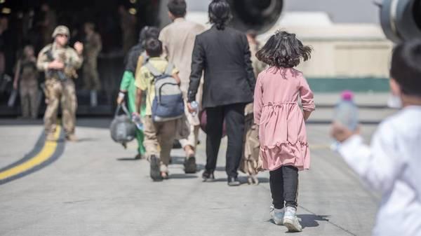 Afghanistan: Taliban-Absage zur Verlängerung der Evakuierung - Menschen retten gegen die Uhr
