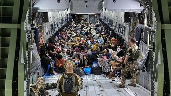 Leben und sterben lassen nach Liste: Hinter den Kulissen der Luftbrücke nach Kabul