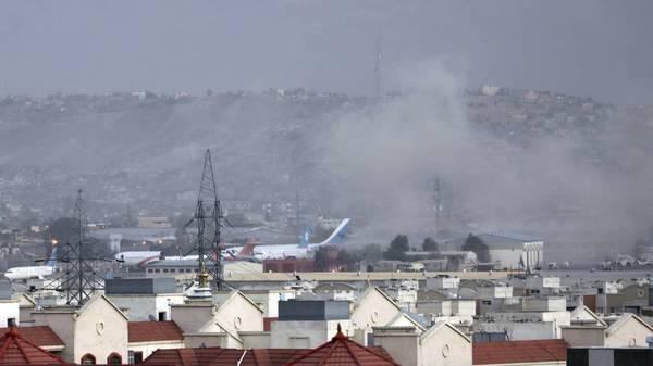 Offenbar ein Anschlag: Explosion am Flughafen in Kabul