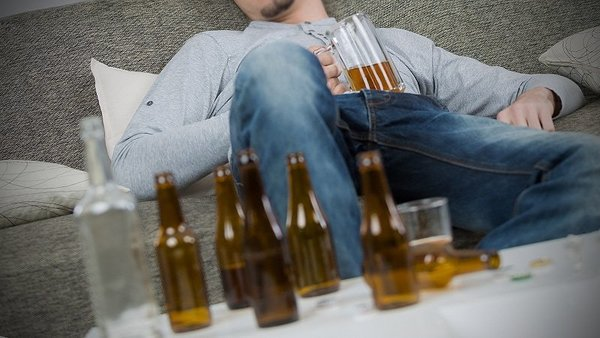 Better to Binge Drink Than Regularly Tipple, Suggests GI Cancer Study