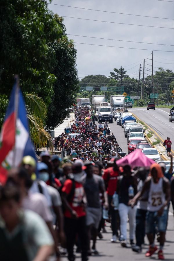 500 migrants leave Tapachula, Chiapas (Southern border of Mexico) after waiting for months for a legal transit permit to the northern border. The caravan was dispersed by police and migration offices.