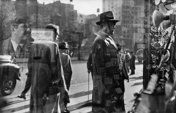 Saul Leiter, Five and Dime, 1950.