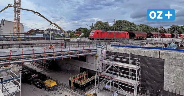 Güterverkehr rollt auf neuer Eisenbahnbrücke in Wismar