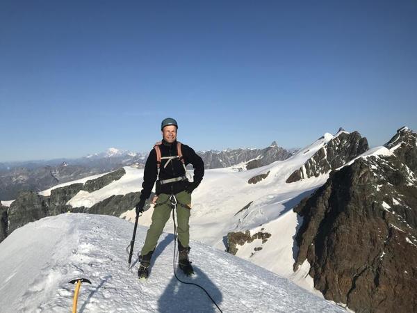 Tilo Schade auf dem Gipfel des 4092 Meter hohen Berges Pollux. Foto: privat