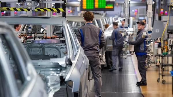 Chipmangel: VW meldet Kurzarbeit an – Werke in Wolfsburg und Emden teils komplett stillgelegt