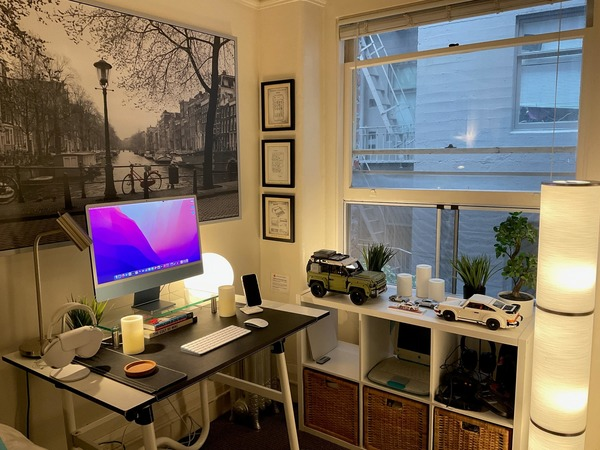Ancient iBook, 'The Cult of Mac' hardcover, Lego cars — what's not to like? [Setups]