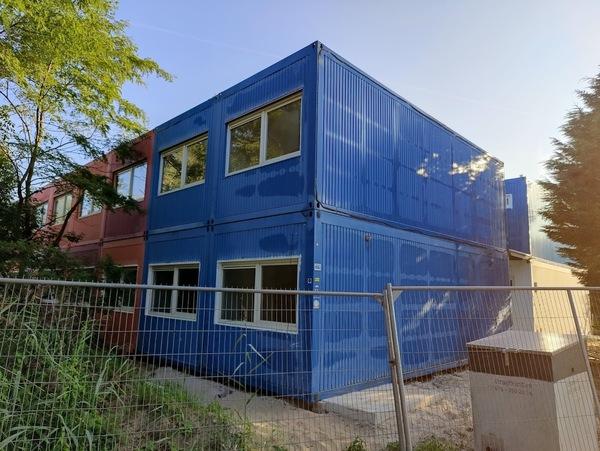 De (nog niet afgewerkte) containerwoningen op de Puikman. Foto door nieuwsuitcastricum.nl