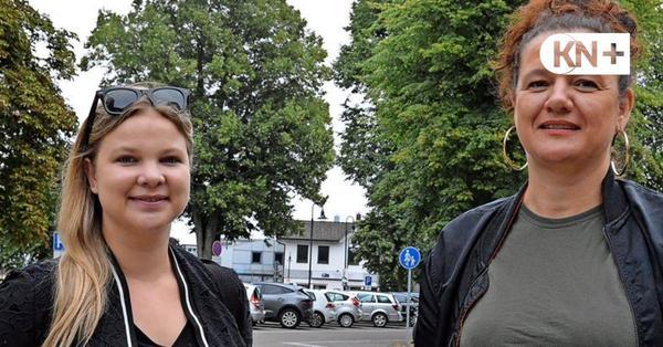 Zwei Streetworkerinnen zu Jugendlichen in Kaltenkirchen unterwegs.